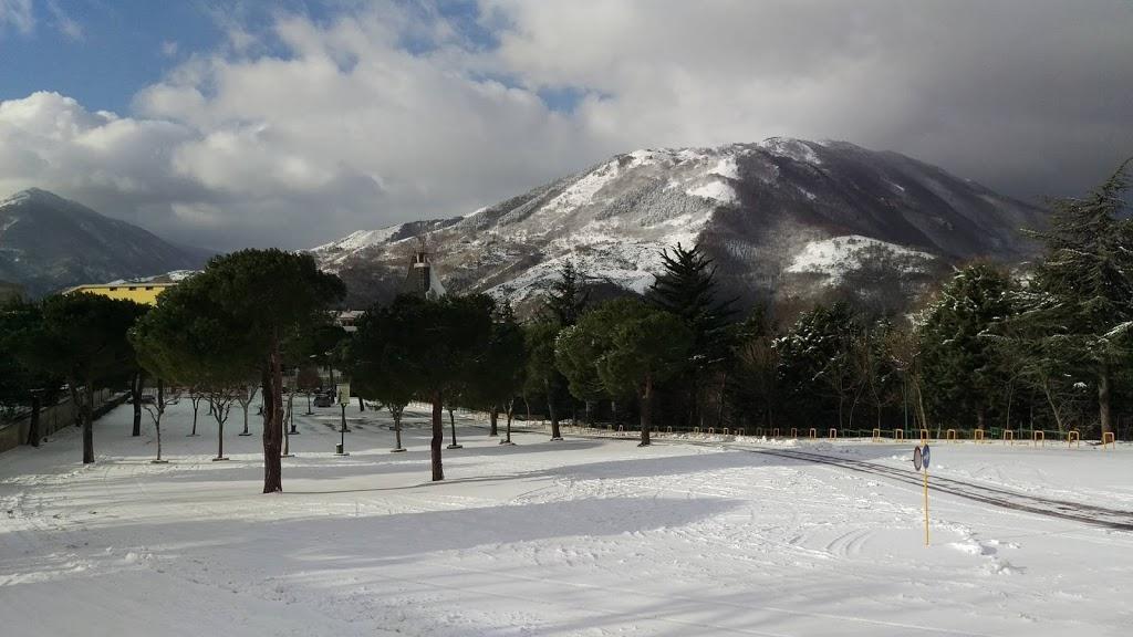 Ai turisti piace la neve, ma all'Irpinia non piacciono i turisti.